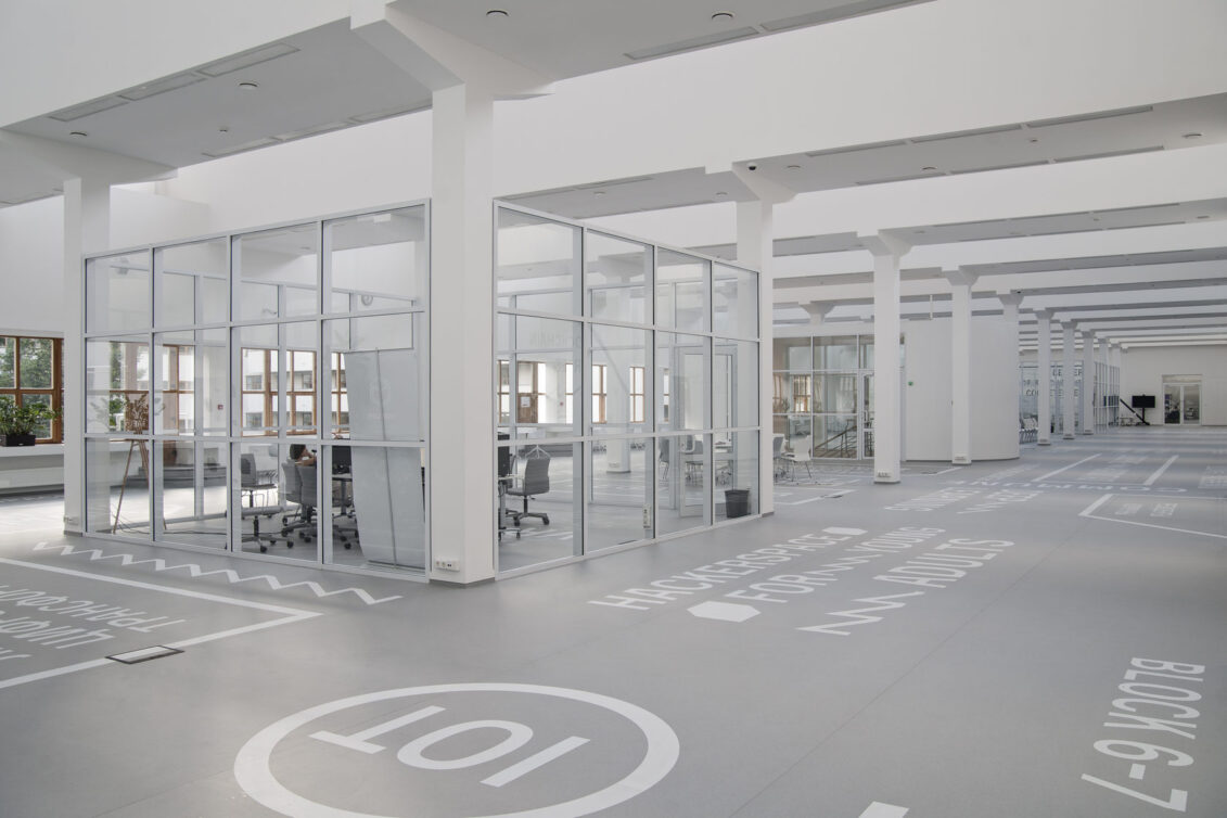 Столярное производство в Москве, изготовление офисной мебели на заказ от компании Look Wood Office Project